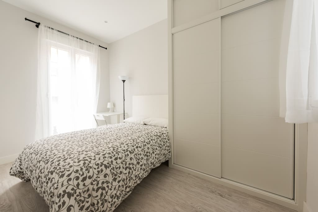 Main bedroom with double bed and large closet.