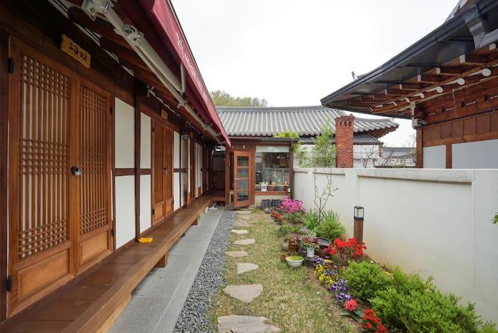Mohern(Jeonju Nostalgic Home) : Doran Doran Room