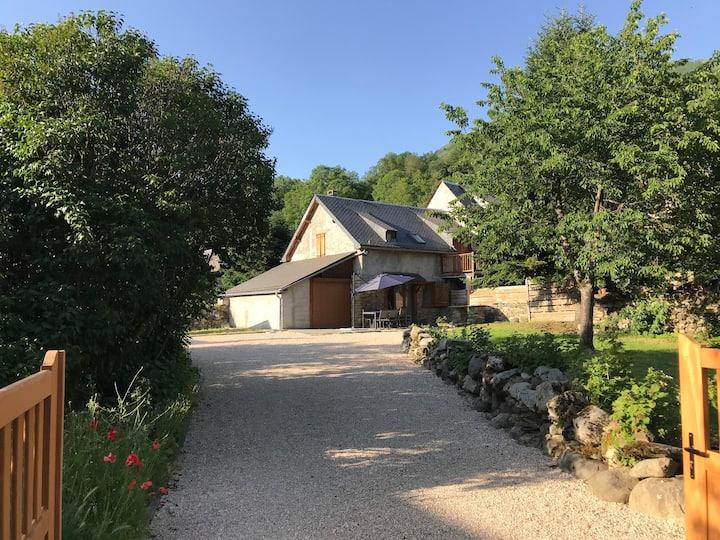 Loudenvielle : Maison rénovée avec jardin