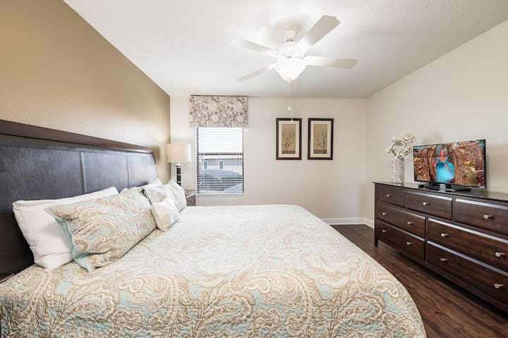 King bedroom; shares ensuite with a twin bedroom