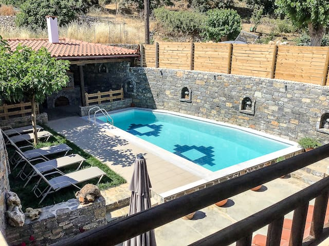 Traditional 2 bedroom villa with BBQ, pool in Ayia