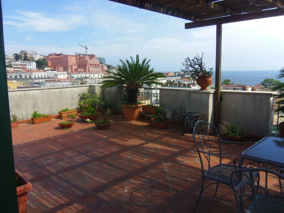 La terrazza con vista sul Vesuvio