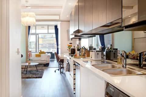 Designer apartment with City,Mountain,Ocean views.