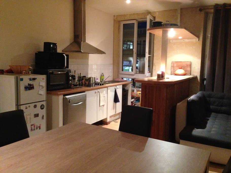 Appartement tr s clair sur les quai appartements louer for Recherche appartement sur bordeaux