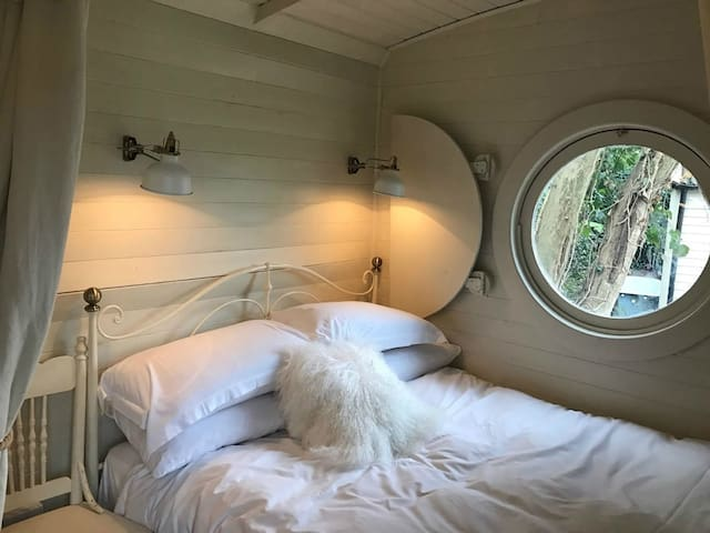 A quirky Romantic Railway Carriage