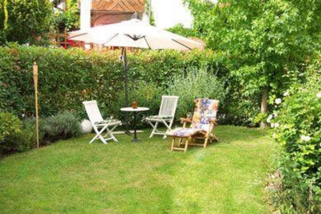 Außenbereich mit Gartenmobiliar