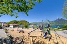 Spielplatz am See.