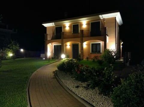 Villa Feluchia tra il Mare e il Vulcano B&B