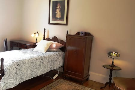 Bank House - Single Room Accommodation - Mount Victoria - Villa