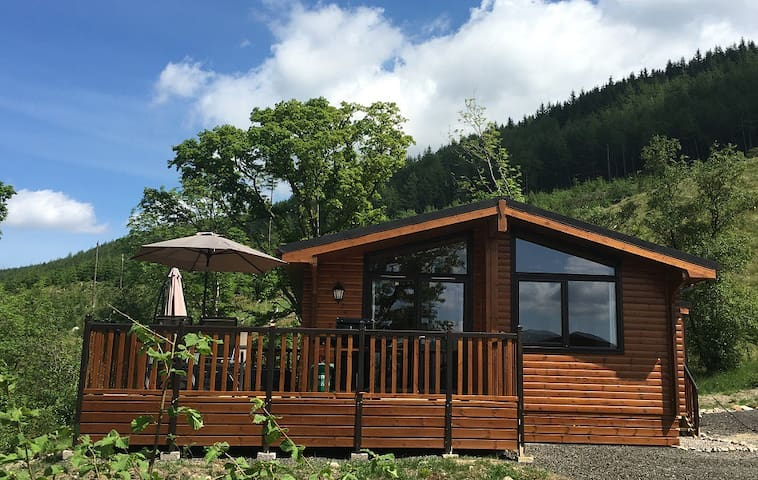 Balquhidder Mhor Log Cabin with Hot Tub and Patio - Stirling - Chalet