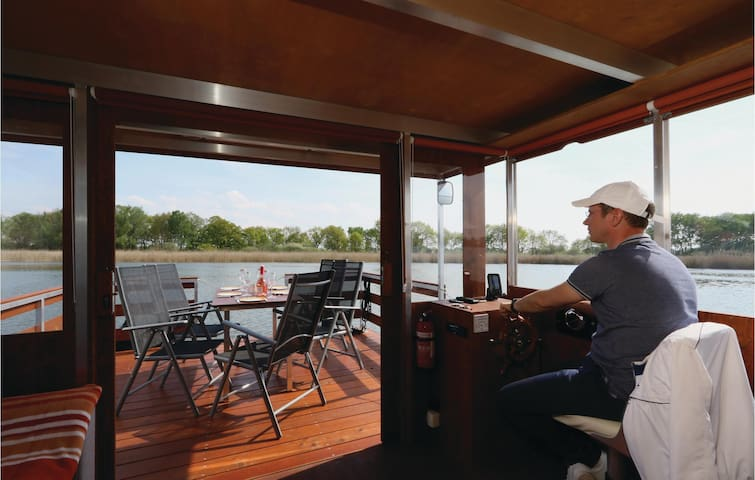 Houseboat with 2 bedrooms on 35 m² in Loitz