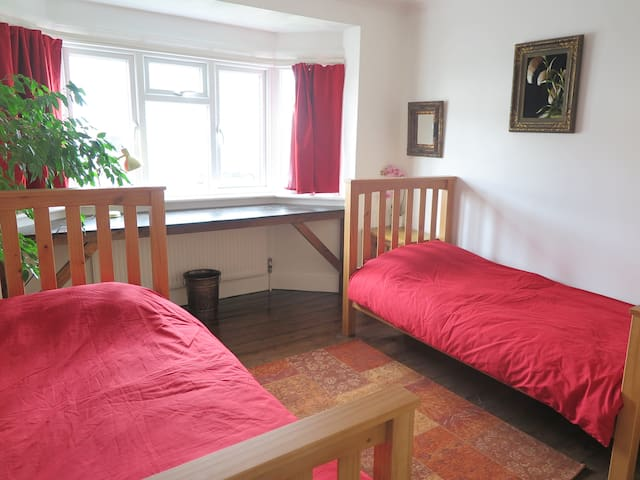 Twin or single room suitable for up to 2 guests