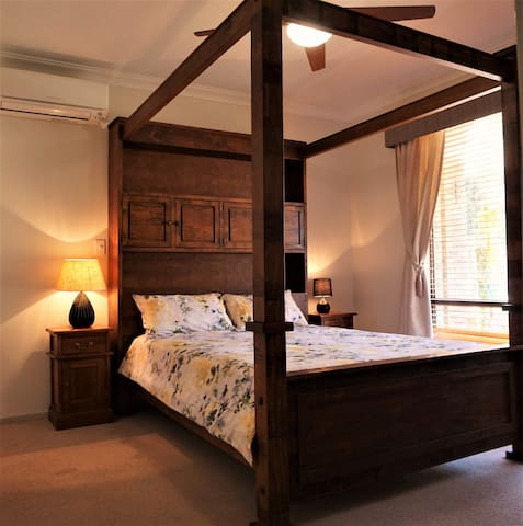 Romantic & comfortable Queen-sized 4 poster.  DVD player on wall,  heating & air conditioning.