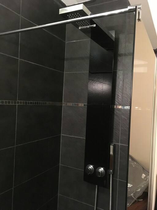 chambre avec douche italienne en rez de chauss e maisons louer b d e bretagne france. Black Bedroom Furniture Sets. Home Design Ideas
