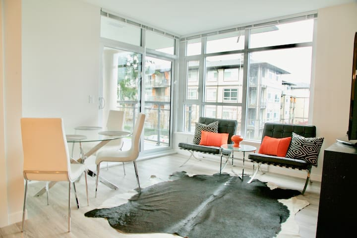 Modern living2bd2bath near skytrain - Coquitlam - Leilighet