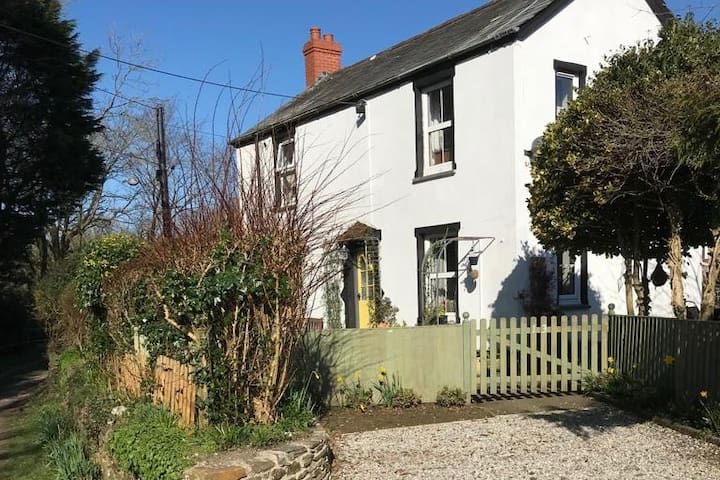 DELIGHTFUL CORNISH COTTAGE 3BDRM