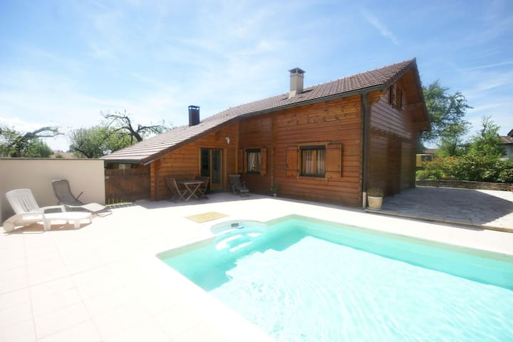 Grand chalet avec jardin et piscine privée dans un petit village dans l'est de la France