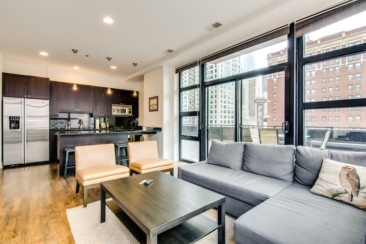 30+ Night Stays - Luxury River North 2BR Condo!