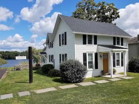 Fieldstone Farm Vacation Rental on Lake Montrose