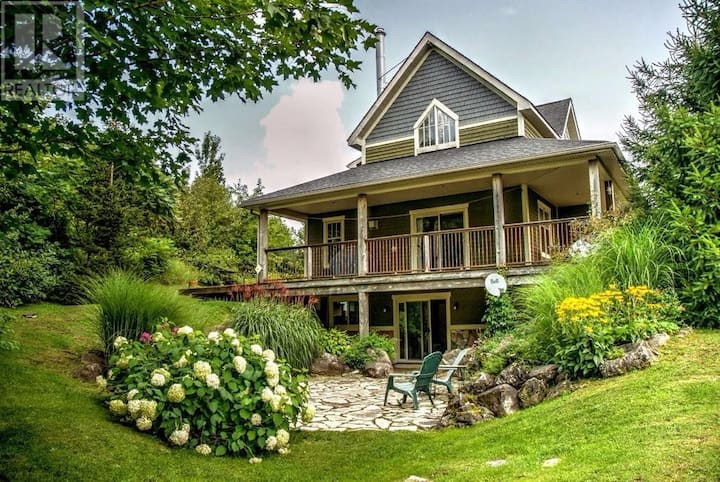 Stunning Chalet on top Blue Mountain - 30 Day Stay
