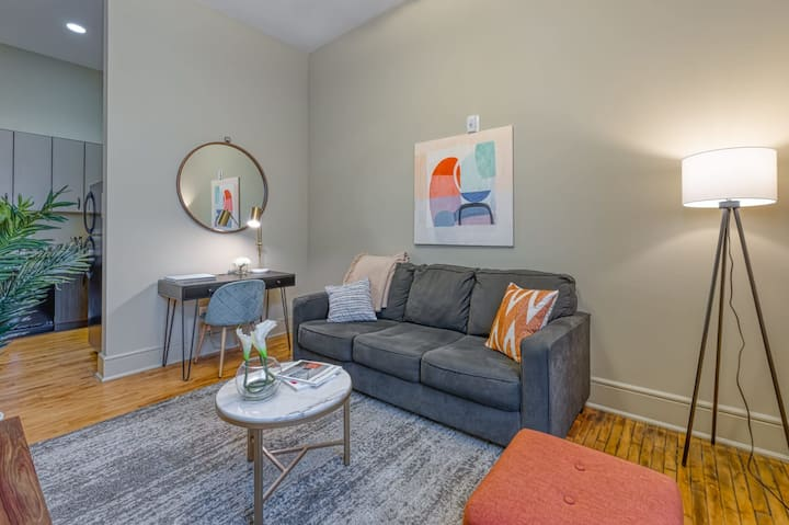 Kasa Columbia   King-Bed Open Loft + Self Check-In + Close to USC   Main Street