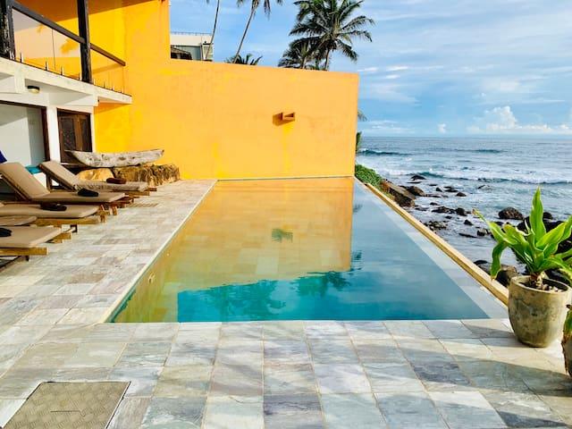 3 Bedroom Beach House With Infinity Pool