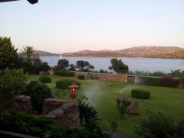 Villa in Costa Smeralda a 50 metri dal mare - Cannigione - บ้าน