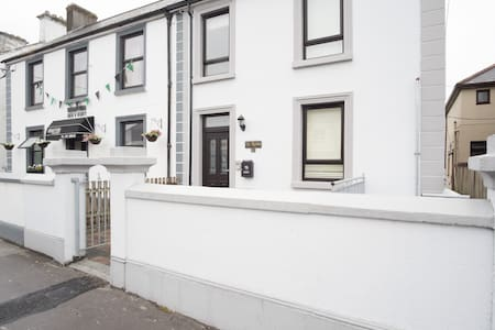 Beautifully renovated townhouse - Galway - Huis