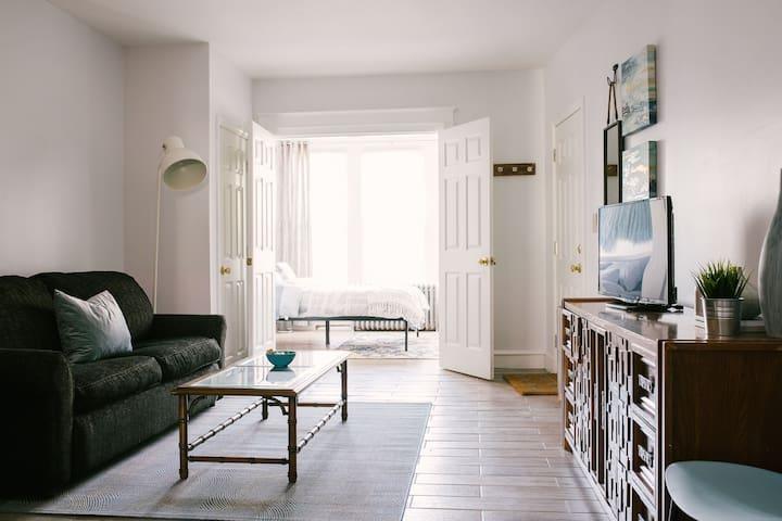 Charming and Roomy Beachy Apartment - Vitamin Sea
