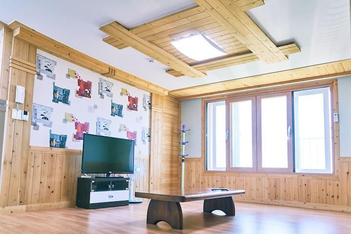 성산일출봉 거실,방2개(20평형)
