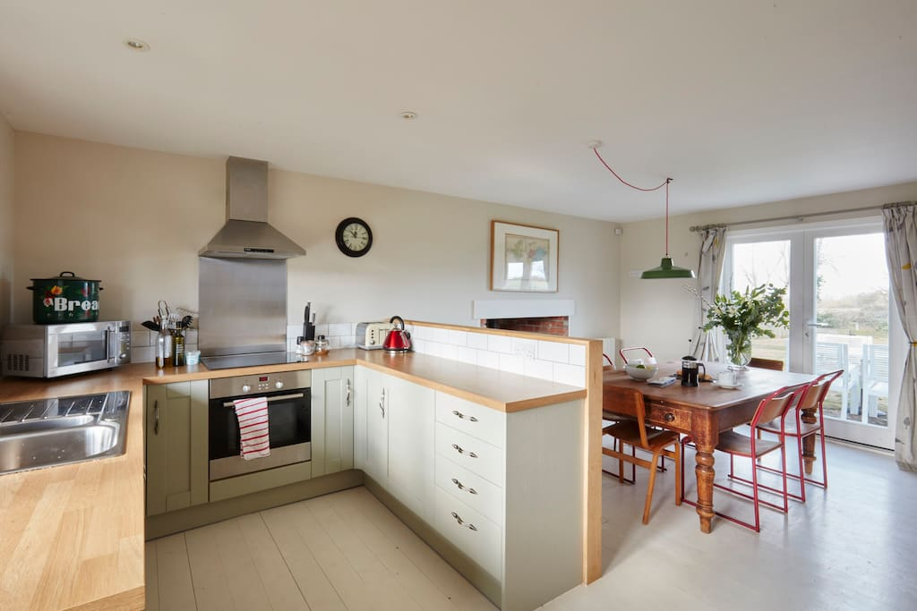 fully equipped kitchen so that you can entertain in.