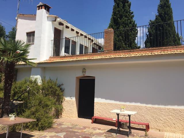 Casa con jardín y grandes vistas