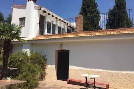 Casa con jardín y grandes vistas - Eslida
