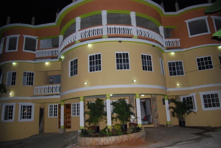 Glenrock Hotel - Mandeville - Casa de hóspedes
