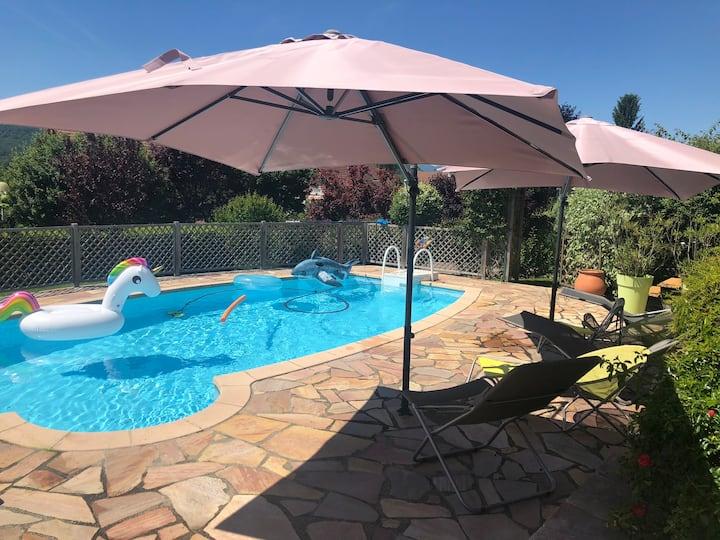 Villa climatisée avec piscine chauffée et vue lac