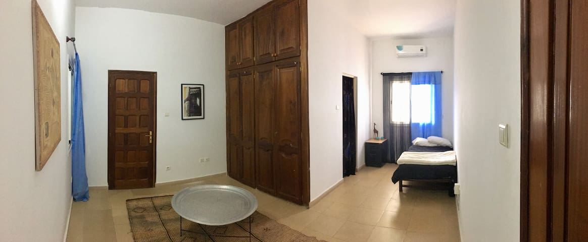 Almadies: large private bedroom, full private bath - Dakar - House