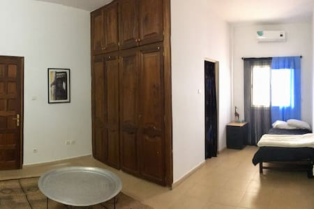 Almadies: large private bedroom, full private bath - Dakar - Hus