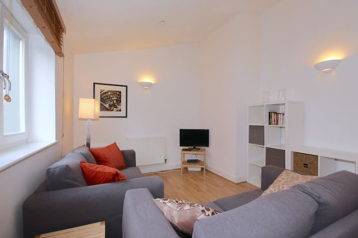 ★Modern apartment in St Clements 10min to City★