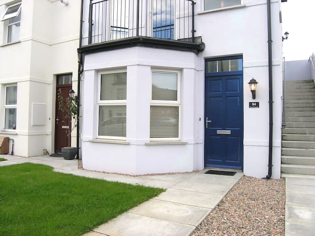 Modern 1-bed ground floor apartment. - Bangor