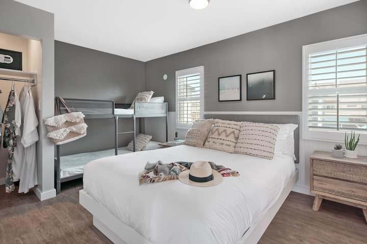 California Queen Suite with Bunk Beds