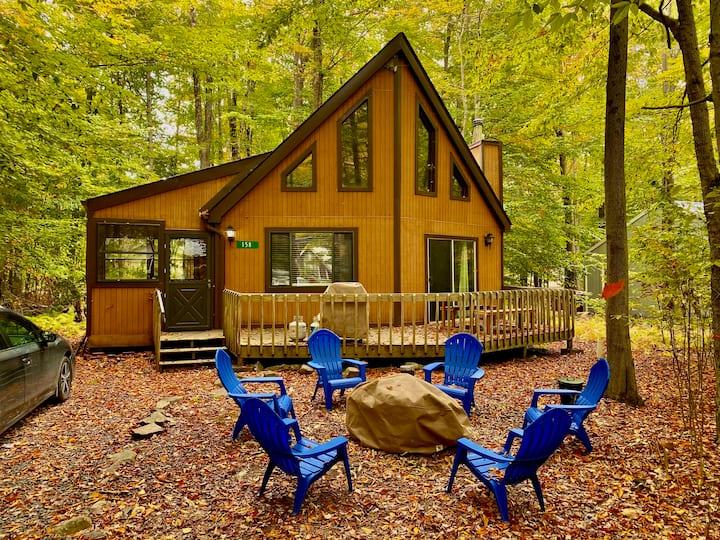 """Cozy """"Moose"""" Cabin at Arrowhead Lake- Poconos PA"""