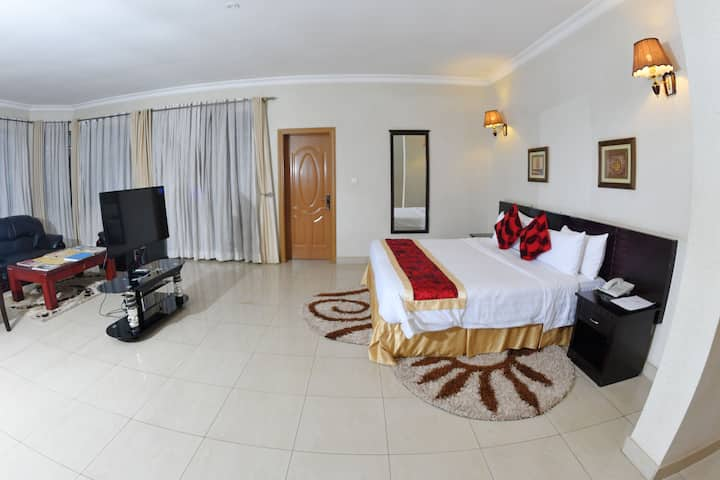 Suite Double room (Elevate Suites)