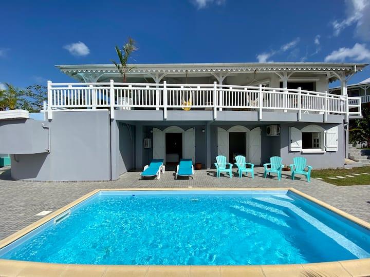 Villa standing, 12 pers, 2 piscines, vue mer golf