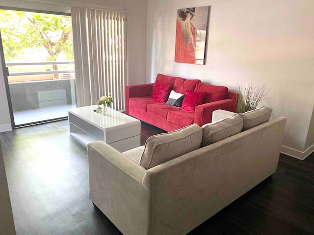 Hollywood Charming 2BR/2Bath Suite