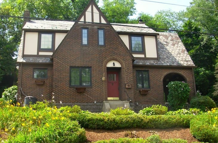 Private room available in charming house - Pittsburgh - Casa