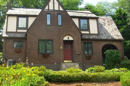 Private room available in charming house - Pittsburgh - Huis