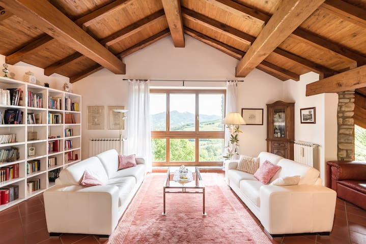 Rustic & Modern Villa in the Tuscan Countryside