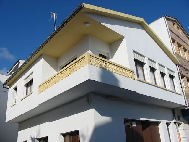 Casa en San Ciprián, cerca de la playa.