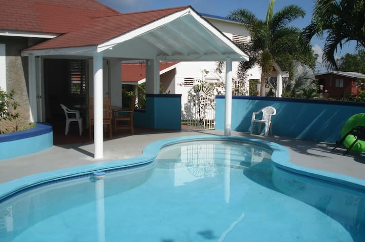 Rose Garden Pool House, Long Bay Jamaica
