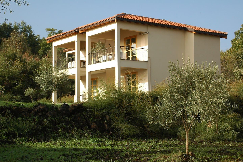 Casa Piccola, splitlevel house (right) in the countryside of Castiglione di Sicilia